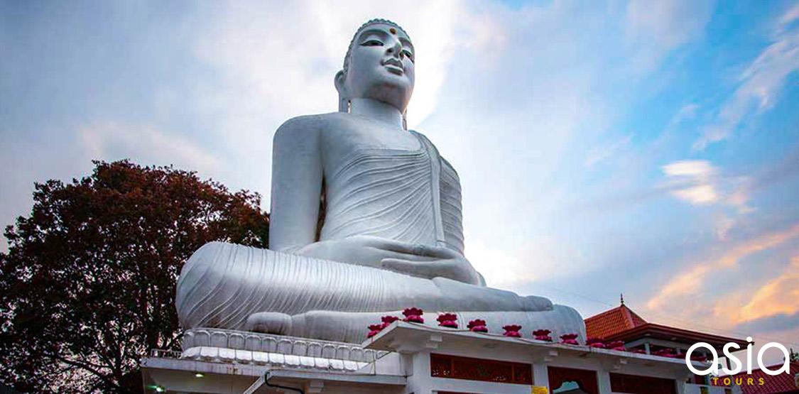 Bahirawakanda Vihara Buddha Statue