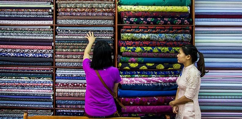 fabric selection for tailored clothes in Hoi An