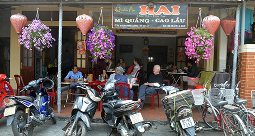 Best restaurant to enjoy Quang Noodle